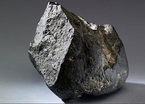 Olduvai Stone Chopping Tool.png